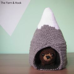 Well, here's part two of my tiny mountain bear play set! It's going to be so fun to give this to a sweet baby for Christmas! I'm really pleased with how it turned out. If you missed it a couple of weeks ago, you can find the pattern for my Tiny Mountain Bears here. They fit perfectly in this l