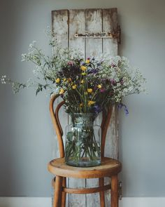 Filling my garden studio with vases full of wildflowers 🌿💚 Love this time of year 💛 xx My Flower, Flower Vases, Flower Pots, Flower Crowns, Bloom Where You Are Planted, Garden Studio, Slow Living, Flower Fashion, Wild Flowers