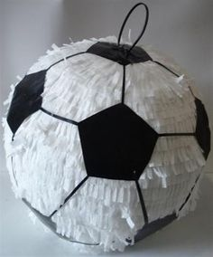 Today you will learn to organize and decorate the best children's party with a soccer theme, because we attach an idea for every detail. Soccer Birthday Parties, Football Birthday, Soccer Party, Sports Party, Soccer Ball, Soccer Birthday Cakes, Birthday Pinata, Party Mottos, Anniversaire Star Wars