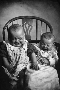 Twin Pregnancy: What To Expect When Pregnant with Twins Antique Photos, Vintage Photographs, Old Photos, Vintage Photos, Little Babies, Cute Babies, Love My Sister, Time Pictures, Twin Mom