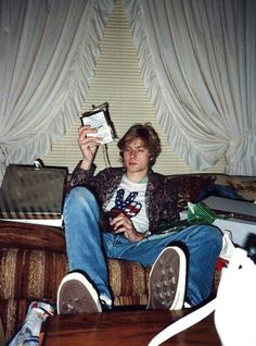 Historic early Nirvana photos discovered by Seattle teen: 'Pictures of my dad and Kurt Cobain playing together back in the day' Nirvana Kurt Cobain, Kurt Cobain Photos, Kurt Cobain Film, Kurt Cobain House, Dave Grohl, Beautiful Boys, Pretty Boys, Kurt Corbain, Piskel Art