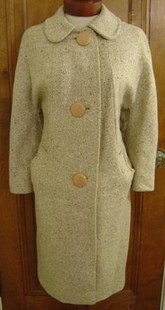 ADORABLE VINTAGE 1950s 1960s ERA BROWN & IVORY TWEED WOOL LUCITE BUTTON MOD MAD MEN JACKIE O PINUP PRINCESS WINTER FASHION COAT