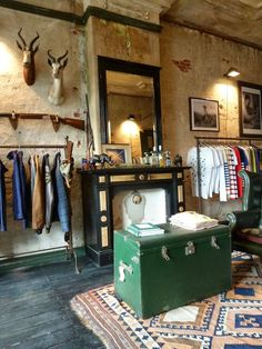 Great store layout - love the taxidermy with the industrial and vintage touches boutique shop interior Design Garage, Shop Front Design, Store Design, Design Art Nouveau, Deco Design, Spa Design, Vintage Coffee Shops, Vintage Shops, Vintage Boutique