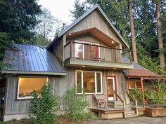 Mt. Baker Rim - Cabin 70 - A 2-story, 2-bedroom + Loft, pet friendly vacation home with hot tub and WIFI!