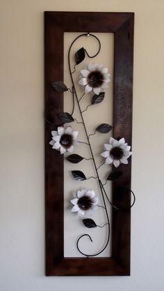 Flower Wall Decor, Metal Wall Decor, Hanging Wall Art, Metal Wall Art, Flower Decorations, Wire Crafts, Diy And Crafts, Clay Wall Art, Metal Garden Art