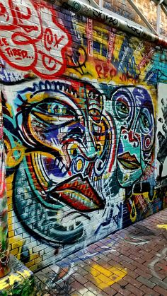Faces.. Graffiti Alley, Cambridge, MA Work by @lukabrattzi #graffitialley #graffiti #streetart #streetartist #canon #sigmalens #sigmaartlens #lukabrattzi