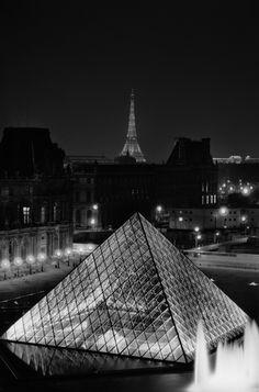 Photo prise dans le cadre de la mission photo du Louvre, lors de nuits entières passées à déambuler sur les toits... (1987-89) Photo Serge Sautereau  http://www.serge-sautereau.com/