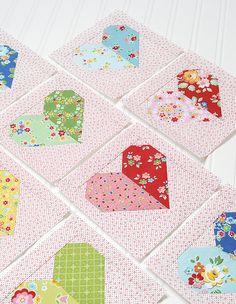 Der Herz Quilt Block ist das erste Muster des 2018er 6 Köpfe 12 Blöcke Quilts. Dieses Jahr wird mein Quilt ganz bunt vor einem Low Volume Hintergrund...