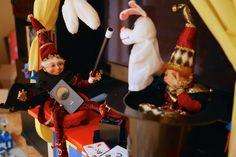 De lutins à magiciens: Gourmando et Bricolin se sont bien amusés à tester nos accessoires de magie. Christmas Elf, Elves, Birthday Candles, Tours, Pixies, New Ideas, Accessories, Faeries