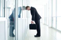 Erschöpfung im Job kann verschiedene Ursachen haben. Wichtig ist jedoch, dass Sie etwas dagegen unternehmen...