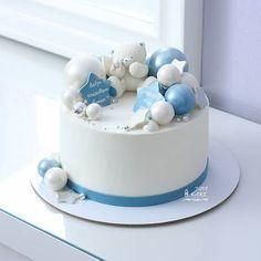 #Repost from @jusi_cake ••• Доброе утро🌸Тортик на выписку малыша🍼 Внутри начинка Ванильный бисквит🍓Клубничное желе с кусочками ягод🍓Сырно-творожный крем🍓 Вес 2 кг Baby Boy Cakes, Girl Cakes, Baby Shower Cakes, Baby 1st Birthday Cake, Happy Birthday Cakes, Royal Icing Cakes, Chocolate Raspberry Cake, Cupcakes, Teddy Bear Cakes