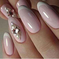 Невероятно нежный маникюрчик со стразами⠀ ••••••••••••••••••••••••••••••••••••••••••••⠀ #pronail #kodi #kodiprofessional #style #beauty #naildesign  #nailshop #perfectnails #polish #manicure #nailart #likeforlike #like4like #коди #киевногти #маникюркиев #манікюр #ідеїманікюру #ідеальнийманікюр #зимнийманикюр #стразы #стразынаногтях #нюдовыйманикюр ⠀  #идеальныеблики #нюд