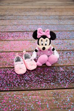 This Disney themed gender reveal photoshoot is adorable! Check out all of the details.