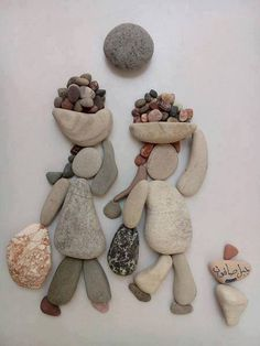 Pebbles: 25 ideas for creative art inspiration Pebble Painting, Pebble Art, Stone Painting, Stone Crafts, Rock Crafts, Arts And Crafts, Caillou Roche, Art Pierre, Pebble Pictures