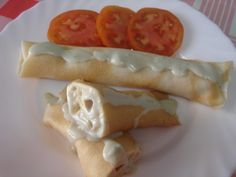 CRÊPES RELLENOS DE GAMBAS Y SALSA DE QUESO Crepes Rellenos, Hot Dogs, Waffles, Seafood, Appetizers, Cooking, Breakfast, Ethnic Recipes, Quiches