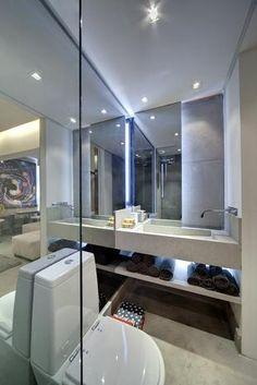 O espelho grande confere aspecto maior ao pequeno apartamento de 35 m², ideal para quem mora sozinho. Projeto de Smart Décor by Fernanda Marques. Telefone: (0xx11) 3848-3456.  Foto: Divulgação