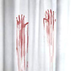 Rideau de douche traces de sang