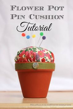 Sea Salt & Stitches: Flower Pot Pin Cushion Tutorial Meersalz & Stiche: Blumentopf Nadelkissen T Flower Pot Art, Small Flower Pots, Flower Pot Crafts, Clay Pot Projects, Clay Pot Crafts, Jar Crafts, Pincushion Tutorial, Diy Sewing Table, Diy Cushion