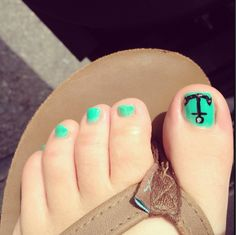 Anchor toenail art. Now im Ready for the beach! Love this!!