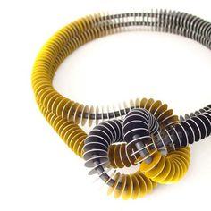 John Moore é un designer di gioielli di avanguardia dalle forme moderne ed in materiali industriali.Il suo studio é a Brighton, Inghilterra. I suoi gioielli sono piccole sculture moderne da indossare. Ha due collezioni al momento, Vane ed Elytra. Entrambe sono basate su forme geometriche, in cui uno stesso …