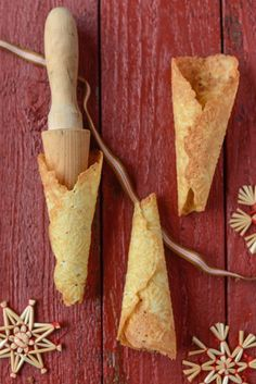 One of the most popular types of Norwegian Christmas cookies, krumkaker are baked on a special iron and then rolled to make their signature cone shape. Christmas Chocolate, Christmas Treats, Christmas Cookies, Christmas Activites, Christmas Foods, Christmas Traditions, Holiday Baking, Christmas Baking, Swedish Recipes