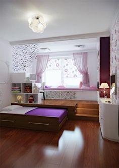 lit d'appoint pliant avec un linge de lit violet, meubles dans la chambre à coucher