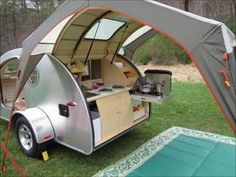 If you love compact travelling, a teardrop trailer camper is the one for you. With these free teardrop trailer camper plans, you can build an exciting one on the budget! Small Camper Trailers, Small Trailer, Small Campers, Rv Campers, Camper Van, Travel Trailers, Camp Trailers, Home Made Camper Trailer, Trailer Awning