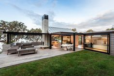 Incredible Cozy Outdoor Rooms Design And Decorating Ideas Outdoor garden rooms have existed since the introduction of the garden. In the ordinary house, and it's rather easy to find wasted space. New Zealand Architecture, Modern Architecture, Outdoor Rooms, Outdoor Living, Indoor Outdoor, The Grove Byron Bay, Modern House Design, Contemporary Design, Exterior Design