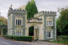 Port Eliot gatehouse in St. Beautiful Architecture, Beautiful Buildings, Beautiful Places, Castle Gate, Castle Ruins, Gate House, Facade House, English Tudor Homes, Kids Castle