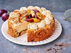Korvapuusti-juustokakku | Valio Let Them Eat Cake, Pie Recipes, Love Food, Tiramisu, Cheesecake, Food And Drink, Cupcakes, Sweets, Baking