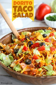 Dorito Taco Salad – This crunchy and zesty salad is made with seasoned ground beef, veggies, cheese and Doritos, then tossed with Catalina dressing. So delicious and serves a crowd! AMAZING Asian Ground Beef, it's so simple and a must try. Easy Taco Salad Recipe, Taco Salad Recipes, Taco Salads, Beef Recipes, Mexican Food Recipes, Cooking Recipes, Healthy Recipes, Weight Watchers Taco Salad Recipe, Taco Salad Dressings