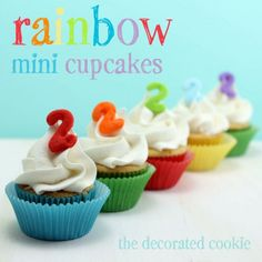 Cupcakes para una fiesta arcoiris, de The Decorated Cookie / Cupcakes for a rainbow party, from The Decorated Cookie