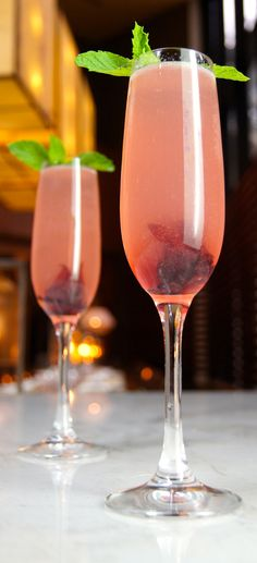 Four Seasons Hotel #Vancouver's 2014 Bubbles For Bosoms cocktail mixes Absolut Hibiskus infused vodka with Tealeaves Nobu Whole Fruit Blend. Beautiful and delicious. #FSPinkTank