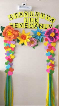 Craft Booth Displays, Classroom Displays, Classroom Decor, Hand Crafts For Kids, Mothers Day Crafts, Diy And Crafts, School Decorations, Balloon Decorations, Birthday Decorations