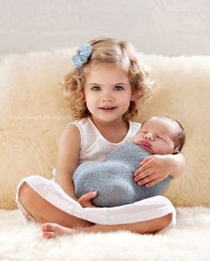Cute and simple newborn/sibling pose. Love it. Newborn photography | children's photography | sibling photo