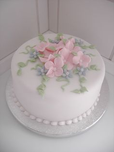 Cake with sugar Hydrangea flowers | Cake is covered with Sug… | Flickr