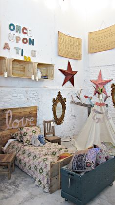 Bohemian kid's room Love the Once upon a time! Casa Kids, Deco Kids, Pallet Wall Art, The Design Files, Little Girl Rooms, Kid Spaces, Kids Decor, Girls Bedroom, Dream Bedroom