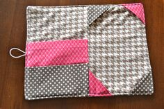 E-Reader Cover Pattern, iPad and KindleiPad Cover Sewing Pattern, Kindle & more by PinkPoodleBows - Craftsytablet cover need to make Capas Kindle, Pochette Portable, Coque Ipad, Sewing Crafts, Sewing Projects, Kindle Case, Tablet Cover, Learn To Sew, Baby Sewing