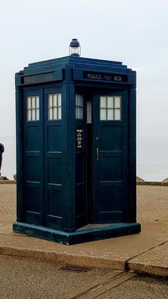 So Doctor Who iis back wth over 8 million overnight viewers. For this reason I am paying tribute to Jodie Whittaker as well as a nod back to her predecessors. Doctor Who Tardis, Die Tardis, 13th Doctor, Eleventh Doctor, Doctor Who Convention, Police Box, Female Doctor, Dalek, Blue Box