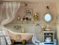 Baño Rosa y Crema con miniaturas
