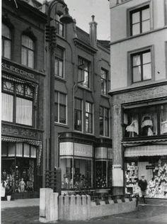 Grote Markt Groningen 1930 rechts zit nu bakker Bart