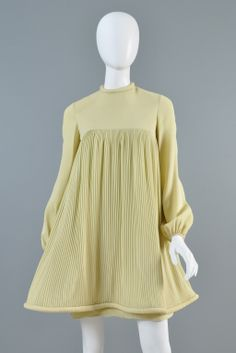 c.1967 Pierre Cardin Pleated Babydoll Dress 60 Fashion, Vintage Fashion, Dress Fashion, Retro Fashion, Vintage Style, Womens Fashion, Pierre Cardin, Pantalon Elephant, Flower Power