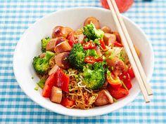 Nakkivokki Kung Pao Chicken, Pasta Salad, Real Food Recipes, Broccoli, Chili, Potatoes, Meals, Koti, Vegetables