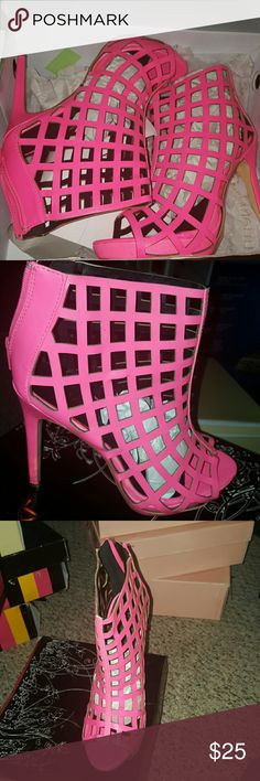 👠 Neon Pink Summer Booties Open toe, true to size, back zipper Shoes Ankle Boots & Booties