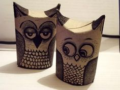 We were inspired by the recent post by Zografia A who made awesome toilet paper wall art for the dining room. Here's our step-by-step for DIY toilet paper owls. Toilet Roll Art, Toilet Paper Roll Crafts, Diy Paper, Toilet Tube, Wrought Iron Wall Art, Diy Beauty Tutorials, Origami, Natal Diy, Rolled Paper Art