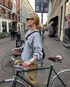everyday outfits for moms,everyday outfits simple,everyday outfits casual,everyday outfits for women Look Fashion, Spring Fashion, Fashion Outfits, Womens Fashion, Paris Fashion, Street Fashion, Basic Outfits, Casual Outfits, Casual Clothes