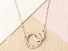 merci-personalised-intertwined-necklace-carla-bruni-merci-maman-12-800x600