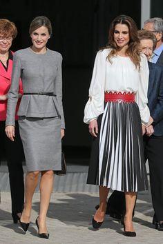Tras la visita de las dos reinas al centro de investigación madrileño, sus agendas volvían a coincidir con las de sus maridos, ya que los cuatro tenían previsto un almuerzo de trabajo en el Palacio Real de Madrid