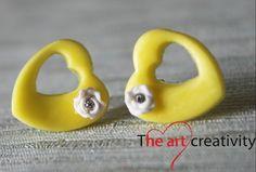 Orecchini in pasta di mais gialli con fiori bianchi in fimo. #pastasintetica #pastadimais #fimo #flower #yellow #heart #love #amore #orecchini