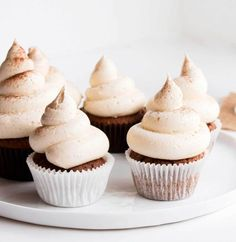 Vanilla Chai Cupcakes - A delicious cupcake recipe that has beautifully soft hints of chai spices. Vegan and refined sugar free. Cupcakes Cool, Sugar Free Cupcakes, Baking Cupcakes, Cupcake Cakes, Vegan Cupcakes, Oreo Cupcakes, Vanilla Cupcakes, Gourmet Cupcakes, Strawberry Cupcakes